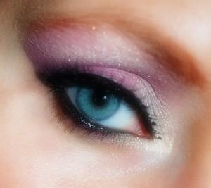makeup-402534_640